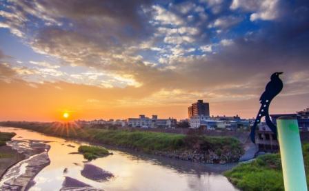 黃昏的河堤-1